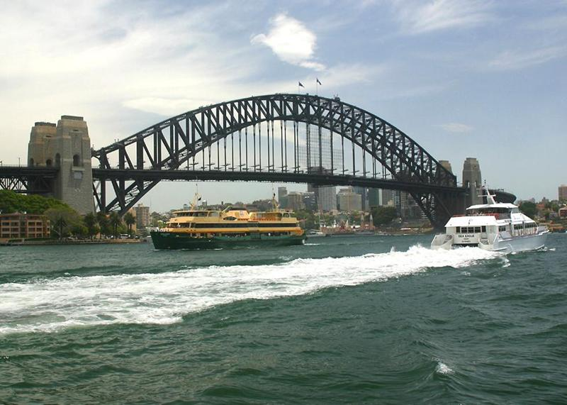 http://thebesttraveldestinations.com/wp-content/uploads/2010/09/Sydney_Harbour_Bridge_02.jpg